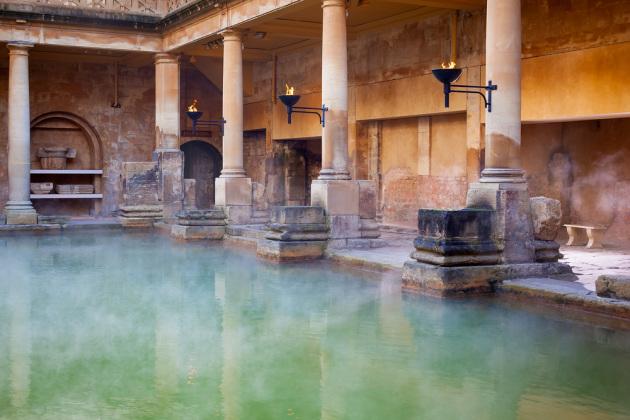 Terme romane a Bath, nel sud-ovest dell'Inghilterra. Il batterio della tubercolosi si diffuse anche grazie a luoghi di aggregazione come questo.|SHUTTERSTOCK