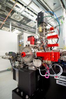 Un dettaglio dello strumento Cameca Nanosims con il quale sono state condotte le analisi. Crediti: K. L. Moore, Università di Manchester