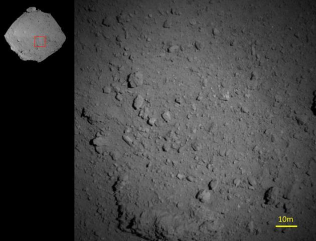 L'immagine del suolo di Ryugu ripreso da soli 850 metri di quota|JAXA
