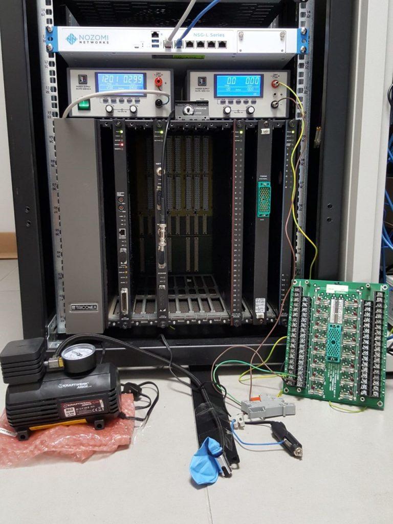 Per capire il funzionamento del malware, i ricercatori hanno dovuto acquistare anche l'hardware usato negli stabilimenti ed eseguire una forma di reverse engineering sui software di controllo.