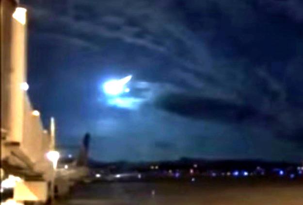 Misterioso UFO è scoppiato sopra una base della US Air Force