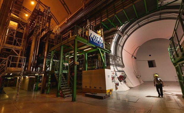 L'esperimento Lhcb, concotto nel più grande acceleratore del mondo, ha inividuato due particelle finora mai viste (fonte: CERN) © ANSA/Ansa