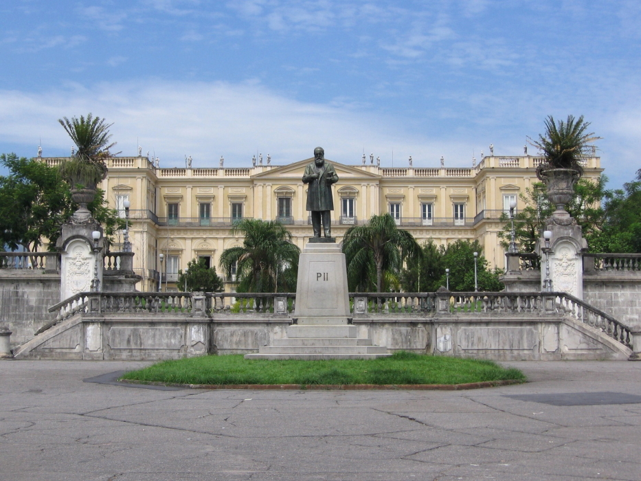 Perduti nel fuoco i tesori inestimabili del Museo Nazionale del Brasile