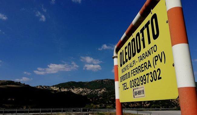 Aliano (Matera). Sul fondovalle del fiume Sauro l'oleodotto verso la raffineria di Taranto