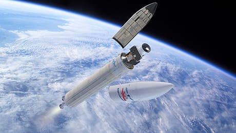 La sonda poco dopo il lancio, mentre cade il rivestimento protettivo. I moduli sono nella configurazione di lancio, con il Mercury Transfer Module in basso, Mercury Planetary Orbiter al centro e Mercury Magnetospheric Orbiter all'interno dello scudo solare (Credit: ESA/ATG medialab)