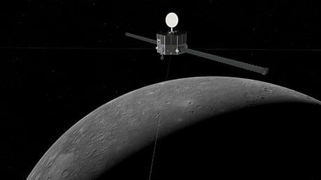 Interpretazione artistica del Mercury Magnetospheric Orbiter in orbita intorno a Mercurio (Credit: ESA/ATG medialab; Mercury: NASA/Johns Hopkins University Applied Physics Laboratory/Carnegie Institution of Washington)