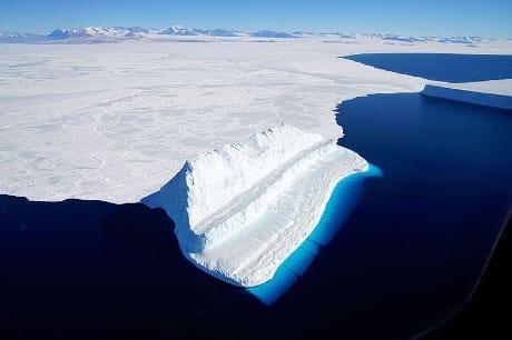 I ghiacciai dell'Artide sono a rischio di fusione sia nello scenario a +1,5 °C sia in quello a +2 °C (NASA/eyevine)