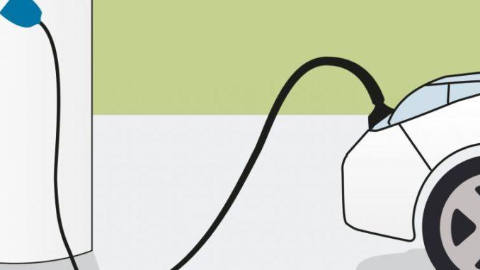 Auto elettrica collegata alimentazione