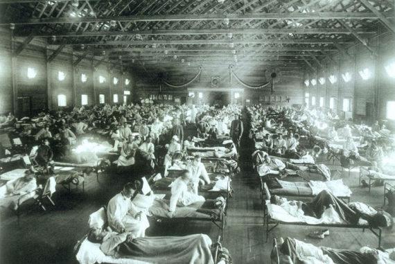 Un campo medico allestito per i malati di influenza spagnola in Kansas, nel 1918. | Wikimedia Commons