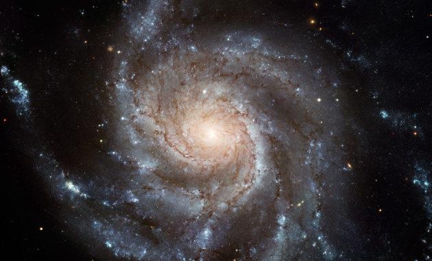 La Galassia Girandola, un bell'esempio di galassia a spirale tanto bella quanto problematica dal punto di vista dell'interpretazione della sua coesione. Forse però c'è una spiegazione semplice che pare non avere bisogno della materia oscura.|Nasa / Hubble