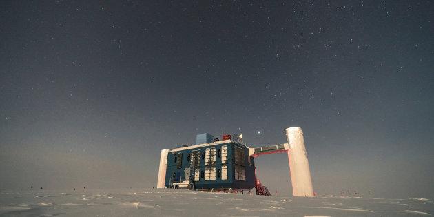 Nuova particella, non prevista dal modello standard, rilevata in Antartide