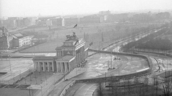 29 anni fa cadeva il muro di Berlino