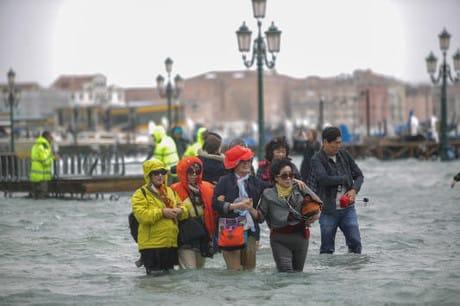 L'acqua alta a Venezia nell'ottobre scorso. (Mirco Toniolo - Errebi / AGF)