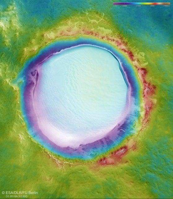 Un cratere di acqua ghiacciata trovato da Mars Express