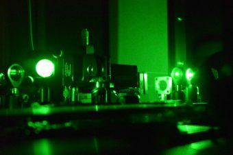 Setup ottico per la trasmissione dei qubit nello spazio. Fonte: Asi