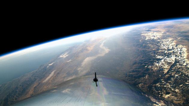 La Terra dai finestrini della SpaceShipTwo, nello Spazio.|Virgin Galactic