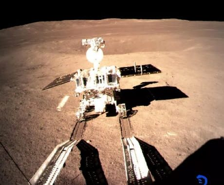 Il rover Yutu 2 sul suolo lunare (CLEP/CNSA)