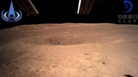 La prima immagine del suolo lunare inviata dalla sonda cinese (CLEP/CNSA)