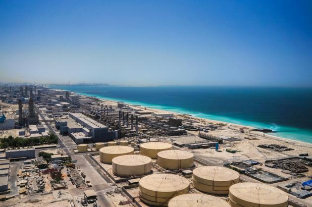 Dubai, 2016: uno dei maggiori impianti di desalinazione dell'acqua di mare in Medio Oriente. Nel micro-emirato che si affaccia sul Golfo Persico, con l'acqua dissalata si alimentano fontane e fantasmagorici giochi d'acqua, campi da golf, servizi e impianti del più alto grattacielo del mondo e altre amenità.|Stanislav71 / Shutterstock