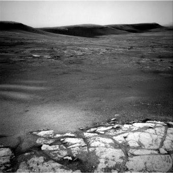 """Immagine della regionedel Monte Sharp soprannominata """"Glen Torridon"""". Foto scattata il 10 febbraio 2019 (Sol 2316) dal Rover della Nasa Curiosity usando la Navigation Camera (Navcams). Credit: Nasa / Jpl-Caltech"""