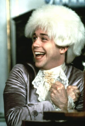 Tom Hulce come Wolfgang Amadeus Mozart nel film Amadeus, del 1984. | Courtesy Everett Collection/Contrasto