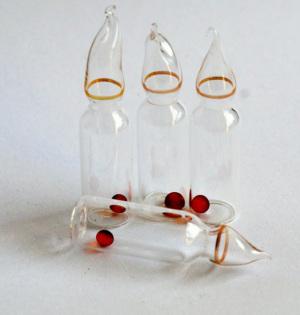 Le fialette sigillate contenenti le spore batteriche. | Shutterstock