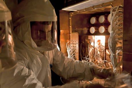 Un momento della preparazione del rivelatore DAMA/LIBRA presso i Laboratori Nazionali del Gran Sasso. (Credit: DAMA-LIBRA Collaboration/LNGS-INFN)