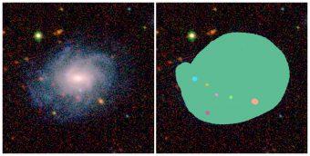 """Un'immagine della galassia di AstroQuest accanto a come appare la galassia quando un volontario ha """"aiutato"""" il computer a identificare ciò che appartiene alla galassia principale e cosa no. Crediti: Icrar/AstroQuest"""