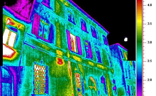 Super vista a infrarossi con l'impianto di nano dispositivi nell'occhio