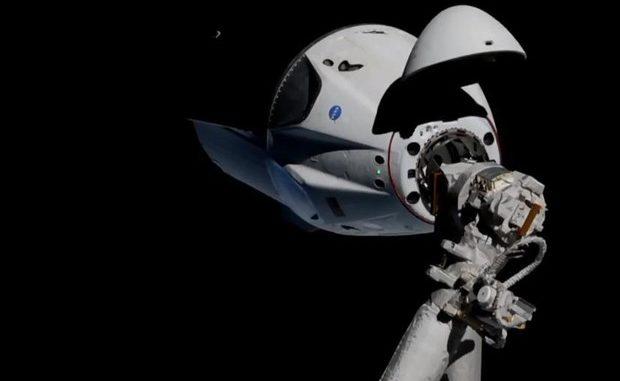 La capsula Crew Dragon a 20 metri dalla Stazione Spaziale (fonte:NASA/SpaceX) © ANSA/Ansa