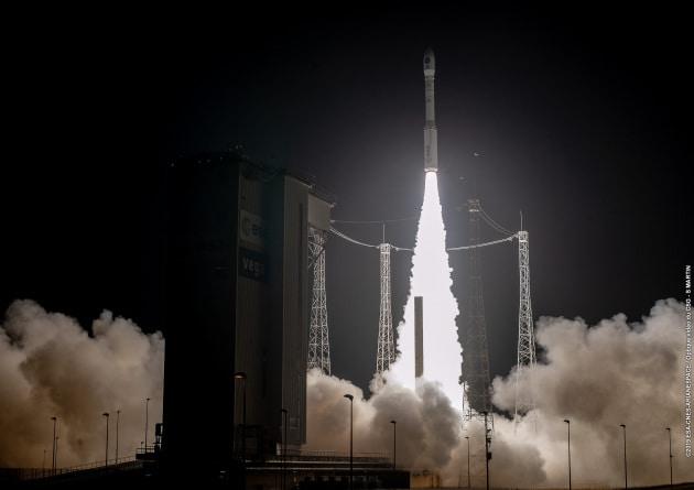 Il momento del lancio del razzo Vega, con a bordo il satellite Prisma.