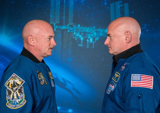 astronati gemelli Mark e Scott Kelly,