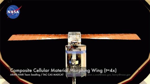 Una versione di prova dell'ala deformabile - progettata dai ricercatori del MIT e della NASA - sottoposta a movimenti di torsione: sistemi di questo tipo potrebbero rendere non più necessarie superfici come alettoni per controllare il movimento di un aereo (clicca per ingrandire per avviare l'animazione). | Kenneth Cheung/NASA,