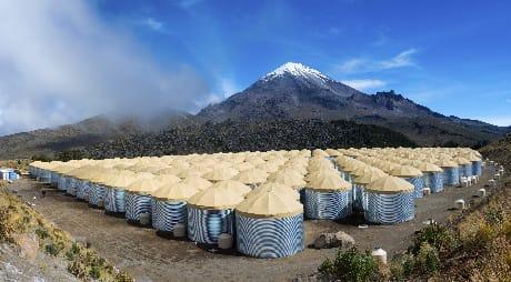L'esperimento HAWC, nel Parque Nacional Pico de Orizaba in Messico (J. Goodman/HAWC Collaboration)