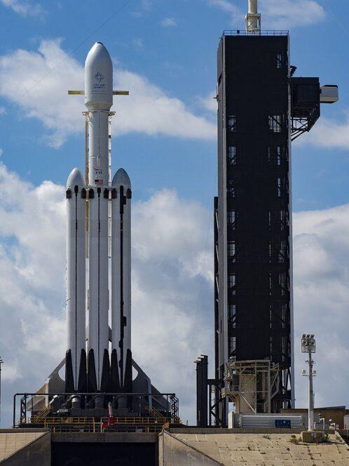 Un lanciatore Falcon Heavy come quello che il 22 giugno prossimo lancerà LightSail 2 nello spazio. Crediti: SpaceX