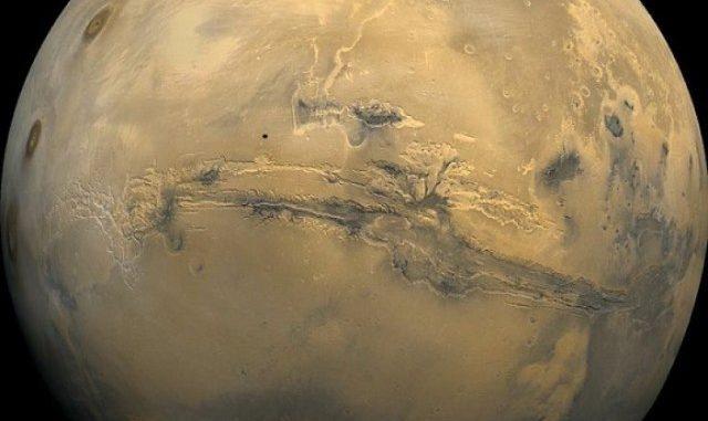 Immagine di Marte creata dalle immagini scattate dall'orbiter di Viking 1. Credito: NASA / USGS