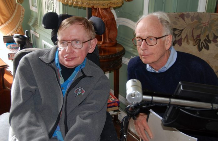 Stephen Hawking e James Hartle in un workshop del 2014 vicino a Hereford, in Inghilterra.