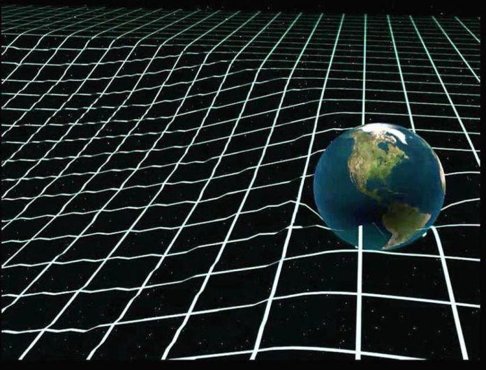 Le radiazioni gravitazionali vengono emesse ogni volta che una massa orbita attorno a un'altra, il che significa che in un periodo di tempo sufficientemente lungo, le orbite decadono. Supponendo che nient'altro l'abbia espulsa in precedenza, la Terra è attratta da dove il Sole era circa 8 minuti fa, non da dove è ora. – AMERICAN PHYSICAL SOCIETY