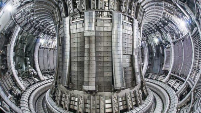 Reattore a fusione nucleare tokamak
