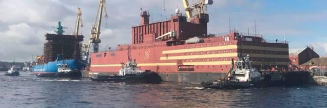 La centrale atomica galleggiante russa Akademik Lomonosov.