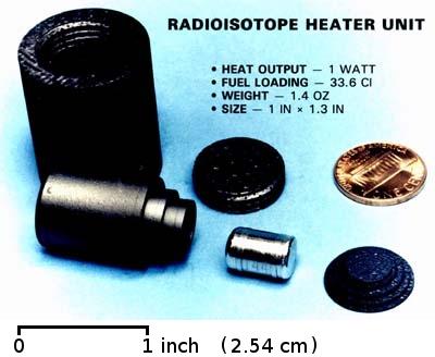 Un'unità RHU che contiene una quantità di plutonio 238 più piccola di una monetina di un centesimo di dollaro. Credit: United States Department of Energy.