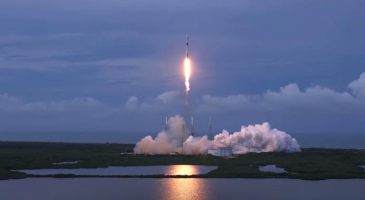 Falcon 9 porta Amos 17 nello spazio