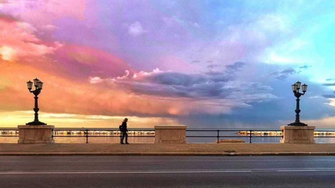 Strano fenomeno elettrico durante un temporale nel Nord Italia