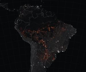 La mappa mostra i rilevamenti di incendi attivi in Brasile osservati dai satelliti Terra e Aqua tra il 15 e il 22 agosto 2019.