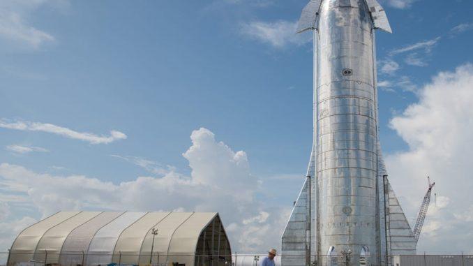 Un prototipo del sistema di lancio della Starship di SpaceX, chiamato Mk 1, osservabile presso l'impianto di lancio della compagnia nel Texas meridionale il 28 settembre 2019. Future versioni di Starship vengono progettate per portare le persone sulla luna e su Marte. Loren Elliott/Getty Images