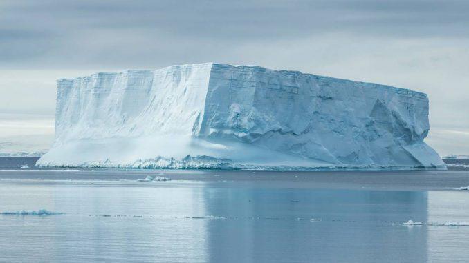 L'Iceberg D-28, di 350mila tonnellate, si stacca dal Polo Sud