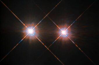 Il sistema binario di Alfa Centauri è il sistema stellare più vicino al Sole, a soli 4,3 anni luce da noi. La costellazione del Centauro circonda la Croce del Sud e si può vedere nel cielo notturno dell'emisfero australe