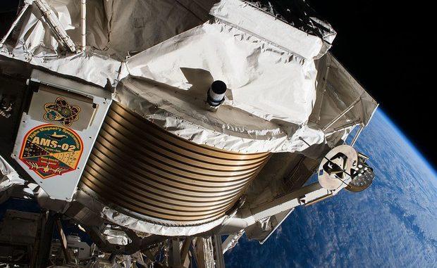 Lo strumento Ams-02 installato all'esterno della Stazione Spaziale Internazionale. L'immagine è del 2017 (fonte: NASA, Wikipedia)
