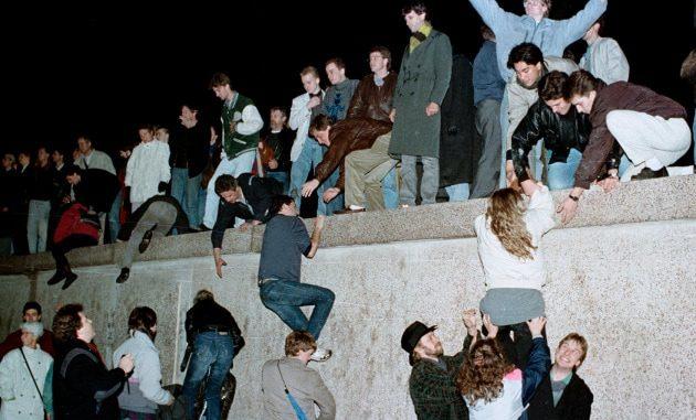Berlino: tutto cambia nella notte tra il 9 e il 10 novembre 1989.|STR OLD/REUTERS