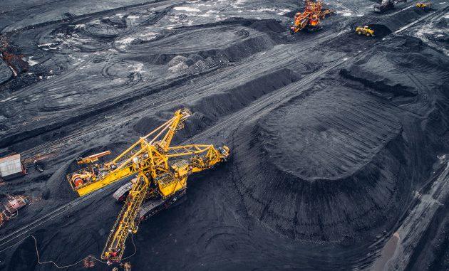 Miniera di carbone a cielo aperto.|MARK AGNOR / SHUTTERSTOCK